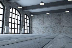 widok-z-pokoju-piętrze-z-dużymi-oknami